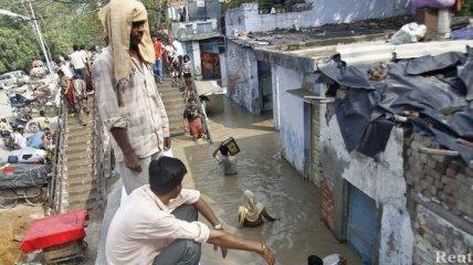 Число жертв наводнения на севере Индии приближается к 600