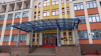 Киевская инженерная гимназия по улице Княжий Затон, 12-а