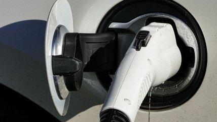 Омелян поддерживает снижение налоговой нагрузки на ввоз электромобилей