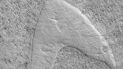 """Ученые нашли на Марсе логотип """"Стартрека"""""""