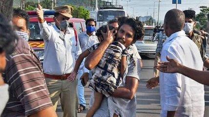 На заводе в Индии произошла утечка газа: десять человек погибли и тысячи пострадали