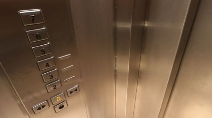 В Сумах оборвался лифт с младенцем внутри