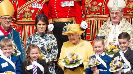 Западный Чистый четверг: Королева Елизавета посетила церковную службу с внучкой