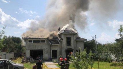 От самолета ничего не осталось: появилось видео масштабного пожара после авиакатастрофы на Ивано-Франковщине
