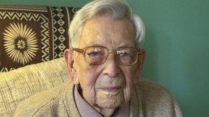 В Британии умер самый старый мужчина в мире, ему было 112 лет