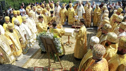 У Києві парафіяни ПЦУ вирушили на Володимирську гірку для молебню - фоторепортаж з місця подій