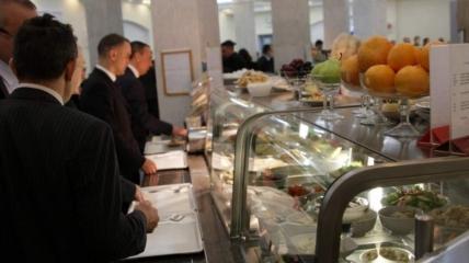 В столовой ВРУ обновили меню, в котором теперь и куриные котлеты, и ресторанные стейки