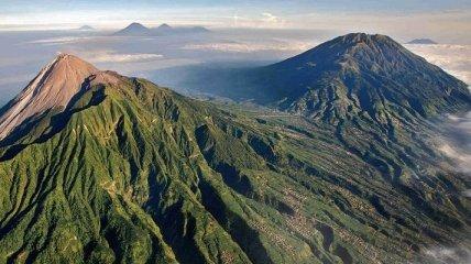 """Ученые обнаружили таинственную """"пирамиду"""" в Индонезии"""