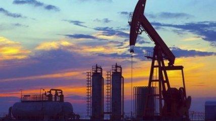 Нефть снова дешевеет на данных о неожиданном росте запасов в США