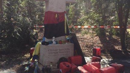 В Германии осквернили могилу Бандеры (фото)