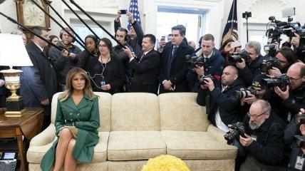 Первой леди США исполнилось 49 лет: Белый дом опубликовал неоднозначный снимок