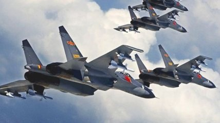 Военные самолеты Китая 40 раз пересекли неформальную границу с Тайванем: в Тайбэе требуют прекратить эскалацию напряжения