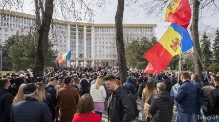 Запад vs Восток: Опрос показал какой курс поддерживают жители Молдовы