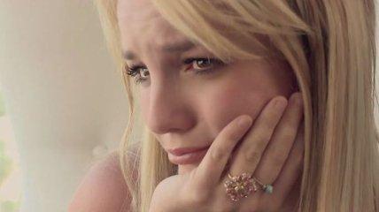 Бритни Спирс не смогла слезть с дерева во время концерта