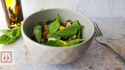 Топ-7 шалено смачних і легких салатів зі шпинатом: покрокові рецепти з фото