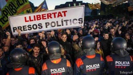Новое обострение в Каталонии: в акции протеста пострадали 13 человек