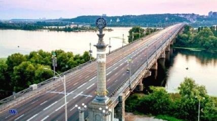В Киеве мост Патона превратился в водопад