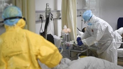 Коронавирус не отступает: в Украине новый антирекорд по COVID-19