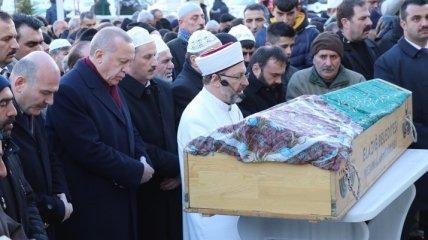 Эрдоган посетил похороны жертв землетрясения