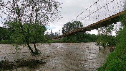 Большая вода на западе Украины: подтоплено 147 домов, разрушены более 150 км дорог
