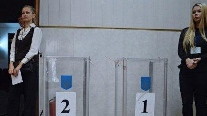 В Хмельницком зафиксировали выдачу двух бюллетеней в одни руки