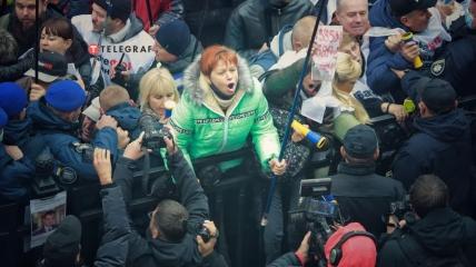 Силовики оттесняют протестующий под Верховной Радой.