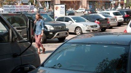 В Деснянском районе Киева обнаружили 11 нелегальных парковок