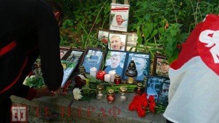Біля посольства Білорусі в Києві з фаєрами і биттям тарілок вшанували пам'ять Шишова (ексклюзивні фото та відео)