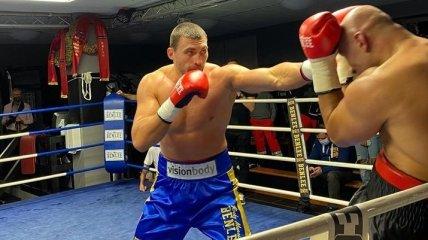 Український супертяж Вихрист змусив суперника здатися на стільці (відео)