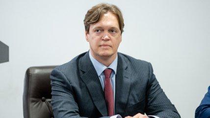 Торговля с Россией и 9 уголовных дел за год: что происходит в ФГИУ под руководством Дмитрия Сенниченко
