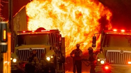 Лесные пожары превратили в пепел целый город в США (фото, видео)