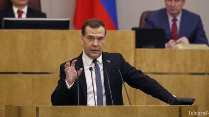 Медведев пригрозил жесткими мерами за неуплату долгов Януковича