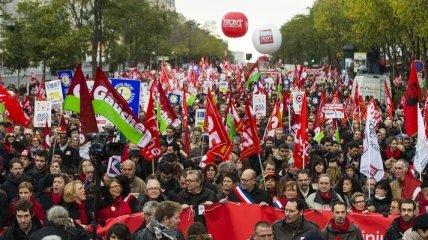 "В Париже - акция протеста Левого фронта за ""Налоговую революцию"""