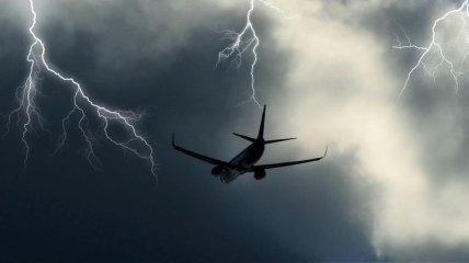 Молния поразила самолет в Польше