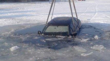 В Черкассах автомобиль рухнул под лед
