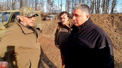 Хомчак и Аваков пояснили западным дипломатам ситуацию на участках разведения войск