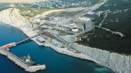 Масштабы разлива нефти в Черном море сняли с берега (видео)
