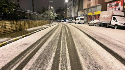 Турки активно делятся фото и видео первого снега в сети