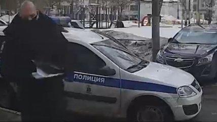 """В Москве школьник """"вышел"""" из окна на 17 этаже, убегая от разъяренного деда своей девушки (видео)"""