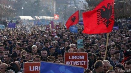 Протестующие в Косово подожгли здание парламента (Фото)