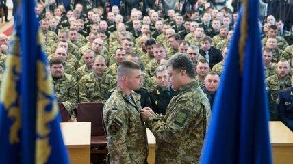 Порошенко поздравил героя Украины майора ВСУ с днем рождения