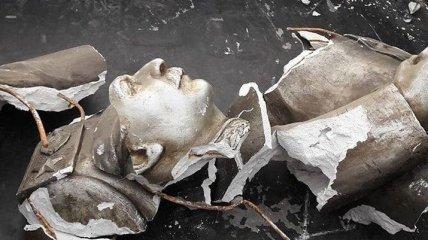 В Запорожье разбили бюст Сталина, установленный КПУ в 2010 году