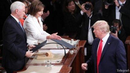 Скандал в Конгрессе: Трамп не пожал руку Пелоси, она порвала его речь
