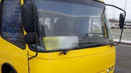 В Киеве пьяный маршрутчик возил пассажиров на сломанном автобусе (фото)
