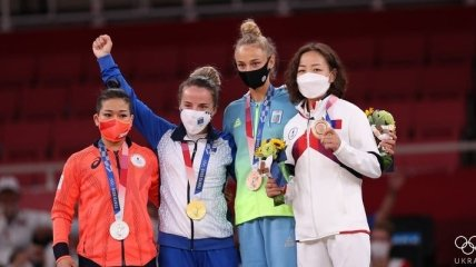 "Китай впереди, ""бронза"" Билодид: итоги первого игрового дня на Олимпиаде"