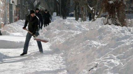 В Киеве будут убирать снег круглосуточно