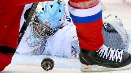 Российский хоккеист метнул клюшкой в болельщика