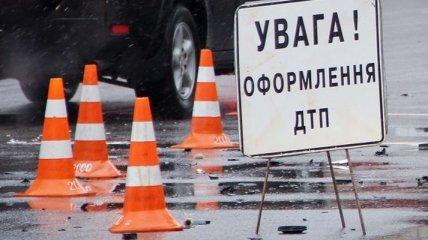 ДТП в Киеве: машина с военными прокурорами врезалась в столб