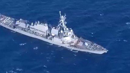 ЧП с эсминцем США: проводятся поиски 7 человек (Видео)