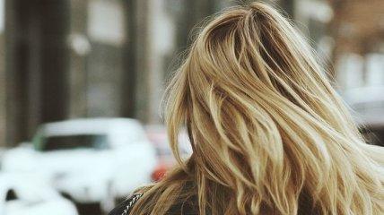 Очень вредно: почему не стоит ложиться спать с мокрыми волосами